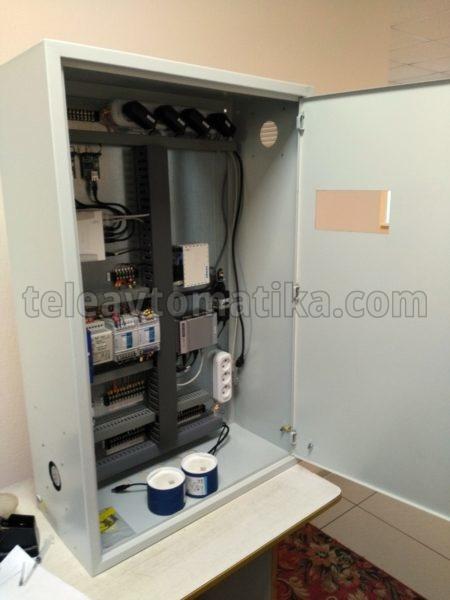 Шкаф автоматики с отверстием для установки весового индикатора