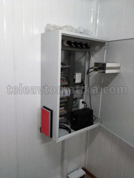Шкаф с установленным индикатором