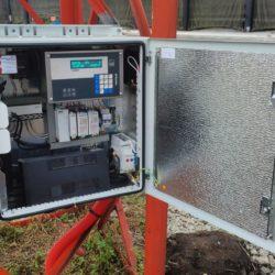 Фотография содержимого уличного шкафа автоматики в порту